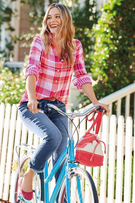 Women's Petite Mid Rise Straight Leg Jeans - Blue