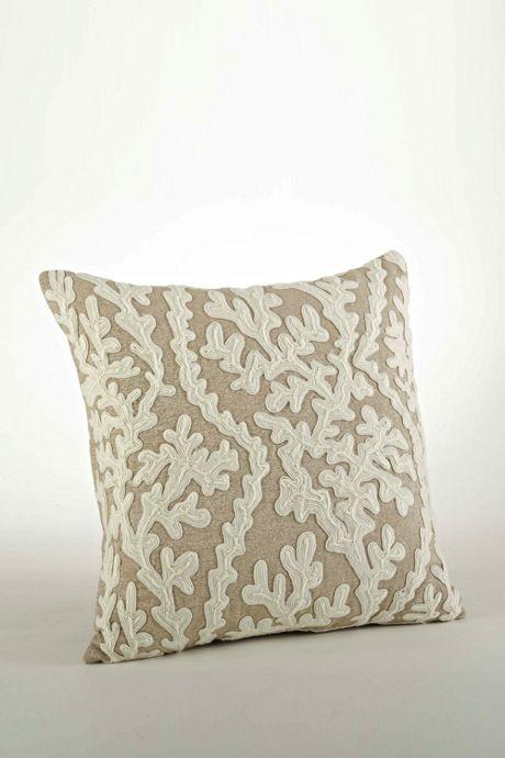 Saro Lifestyle Dori Embroidered Decorative Throw Pillow